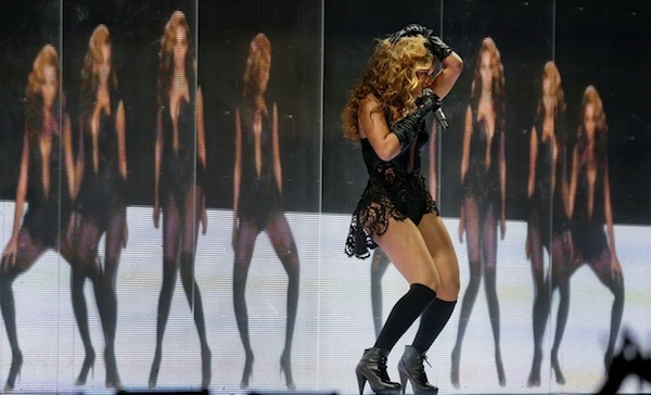 showbiz-beyonce-super-bowl-half-time-show-4